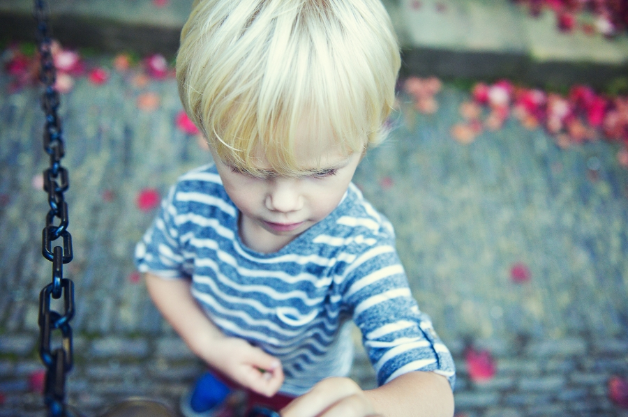 on location photography hever castle with lovely 2 year old beau